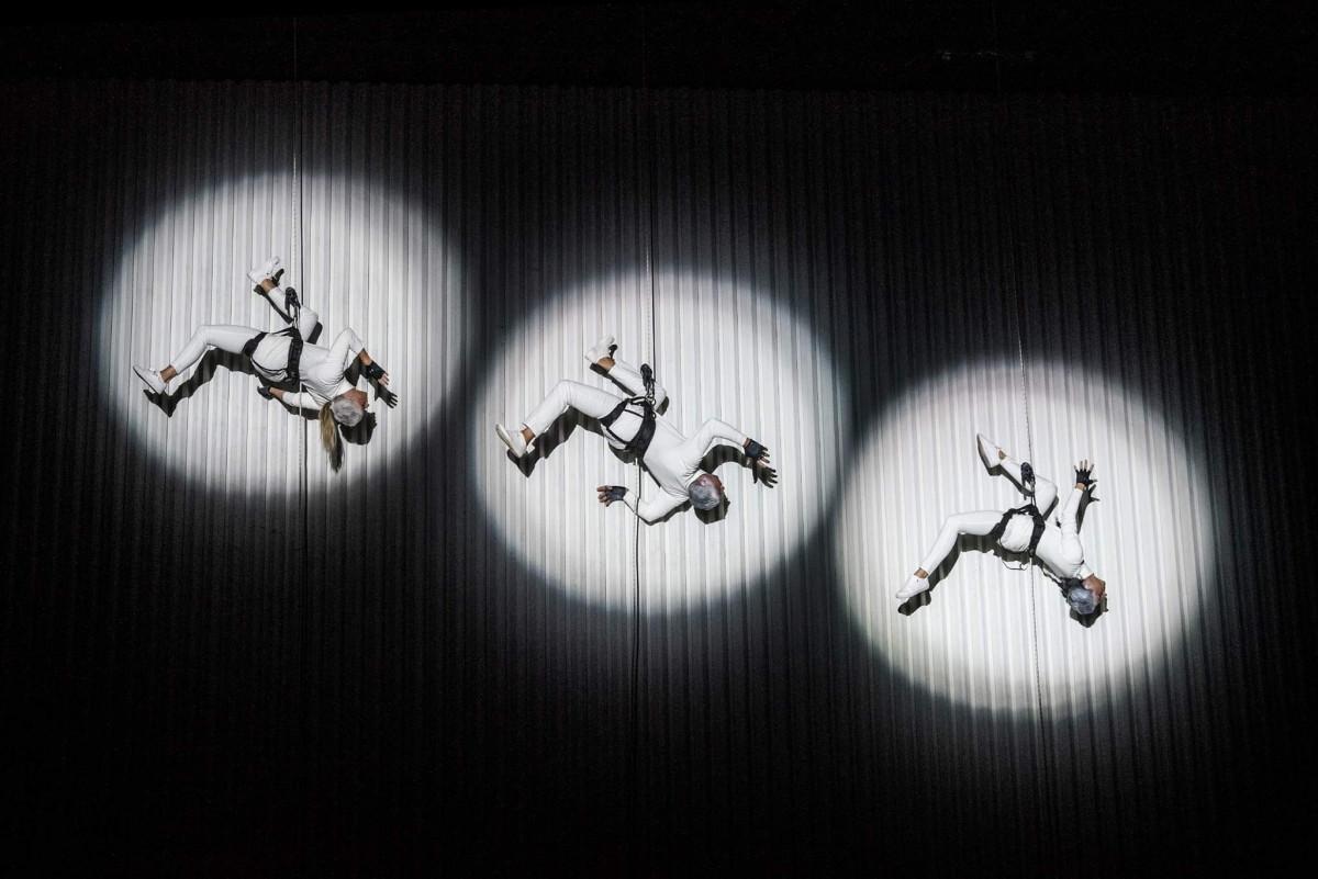 """Renginio nuotrauka, Vertikalaus šokio pasirodymas """"Kūrėjo kodas"""""""