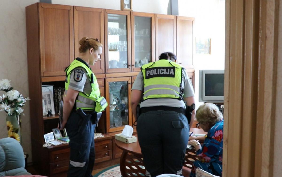 Policija perspėja: siaučia apsimestiniai padirbtų pinigų tikrintojai apgaule išvilioję beveik 8 tūkst. Eur