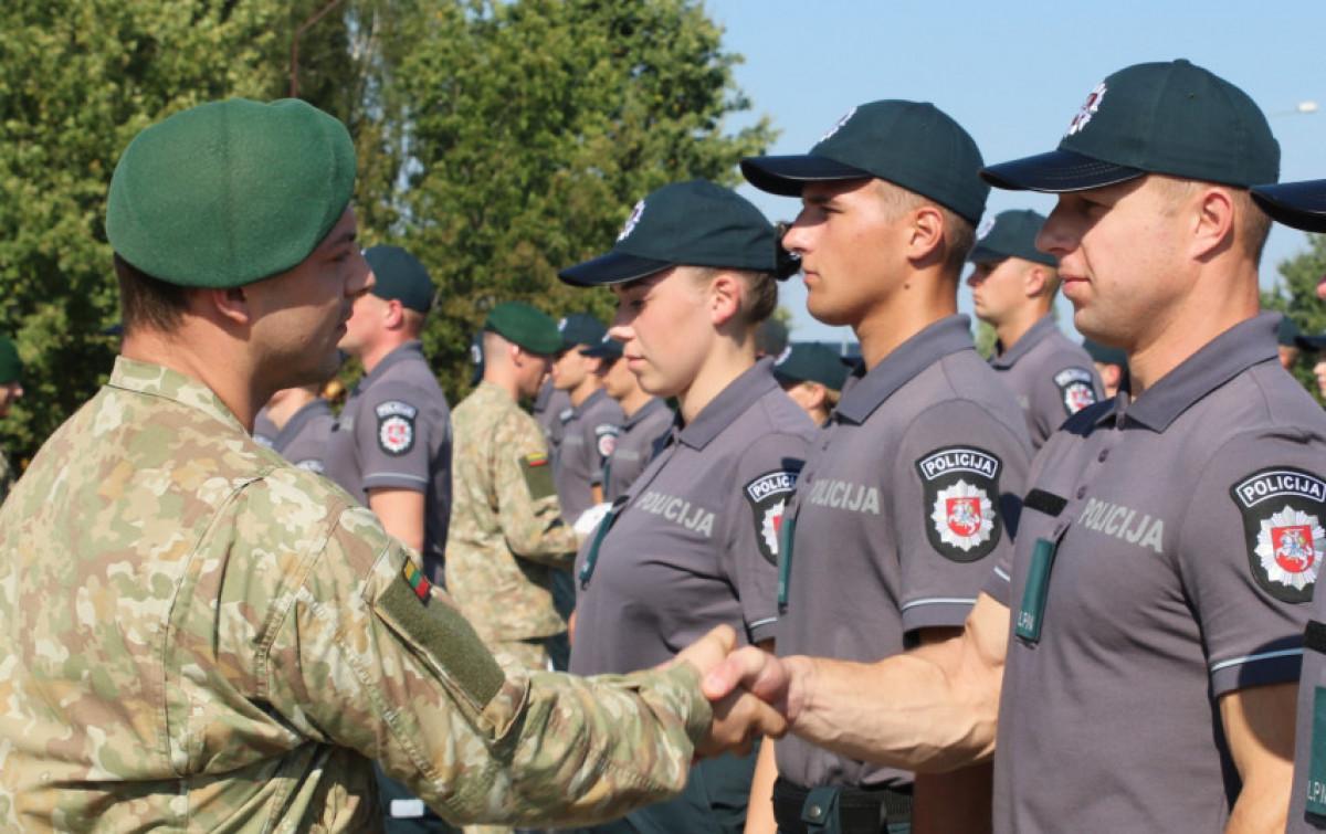 Būsimiesiems pareigūnams – baziniai kariniai mokymai