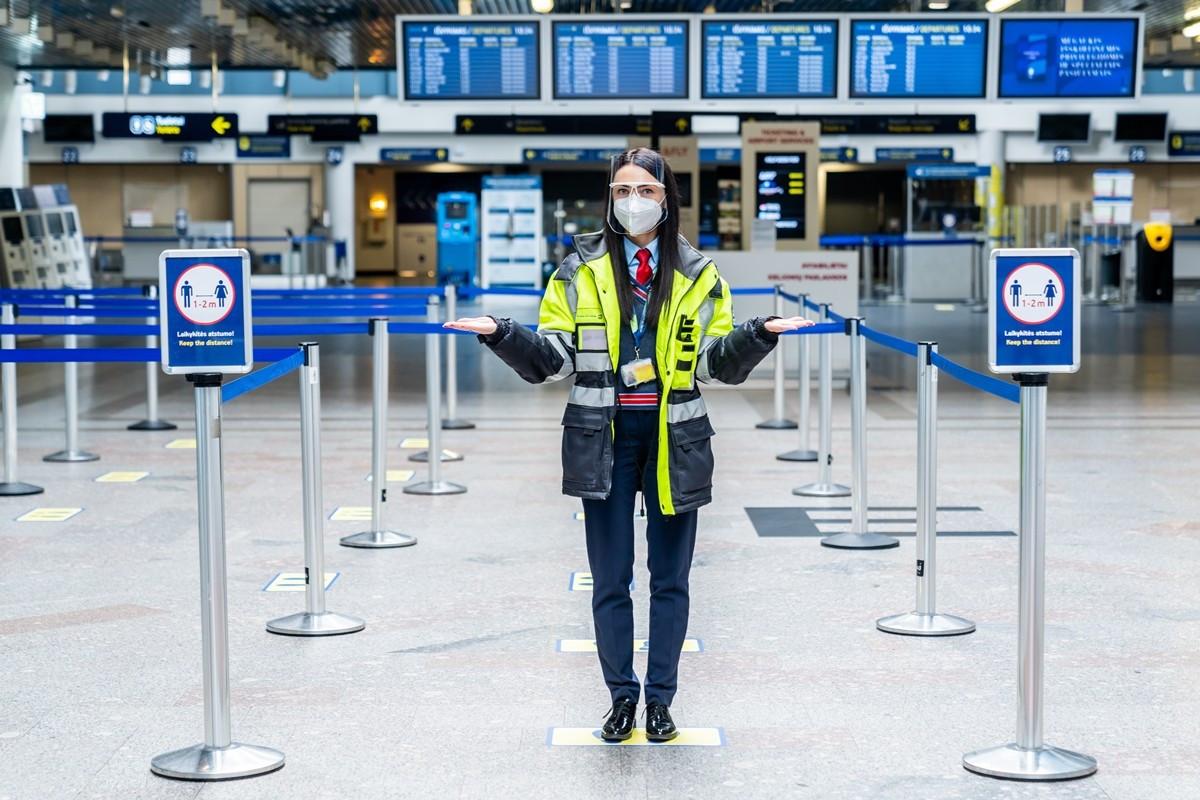 Su savadarbėmis kaukėmis į lėktuvą keleiviai gali būti neįleisti