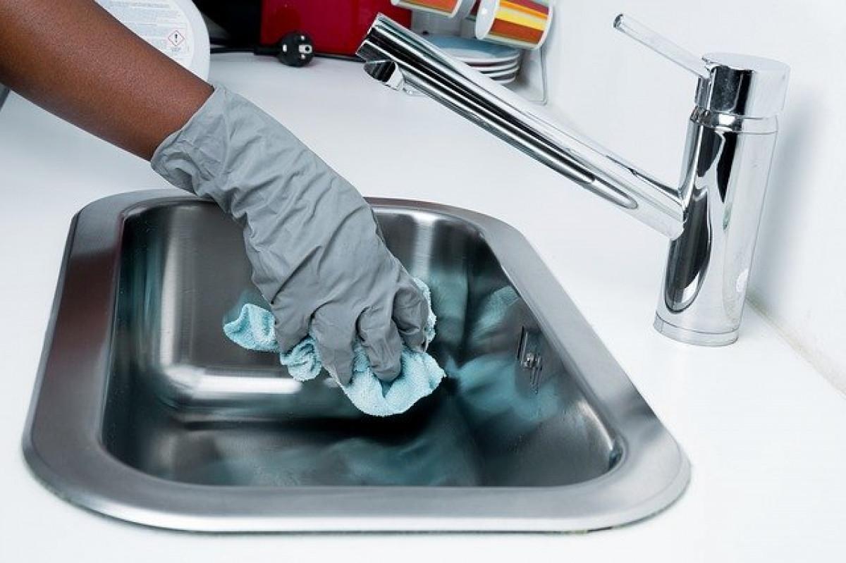 Specialistai pataria: kaip valyti aplinką siekiant išvengti COVID-19 ir ko geriau nedaryti