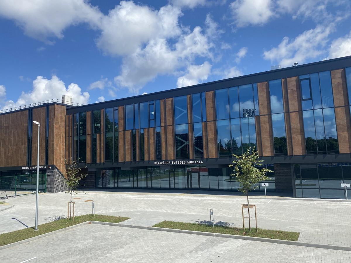Atidaryta rekonstruota Klaipėdos futbolo mokykla