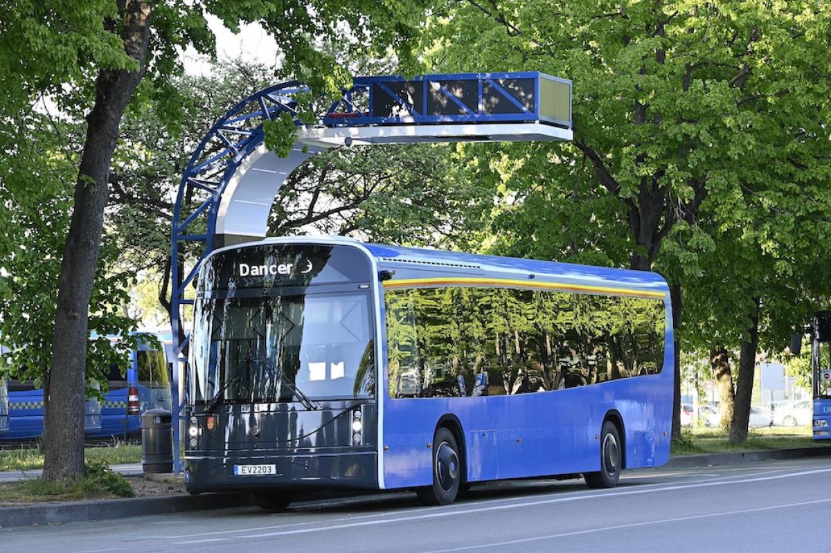 """Pirmiesiems klaipėdietiškiems elektriniams autobusams """"Dancer"""" jau vieneri"""