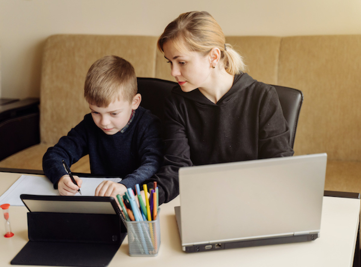 Kaip įveikti nuotolinio mokymosi ir darbo iššūkius: specialistų patarimai