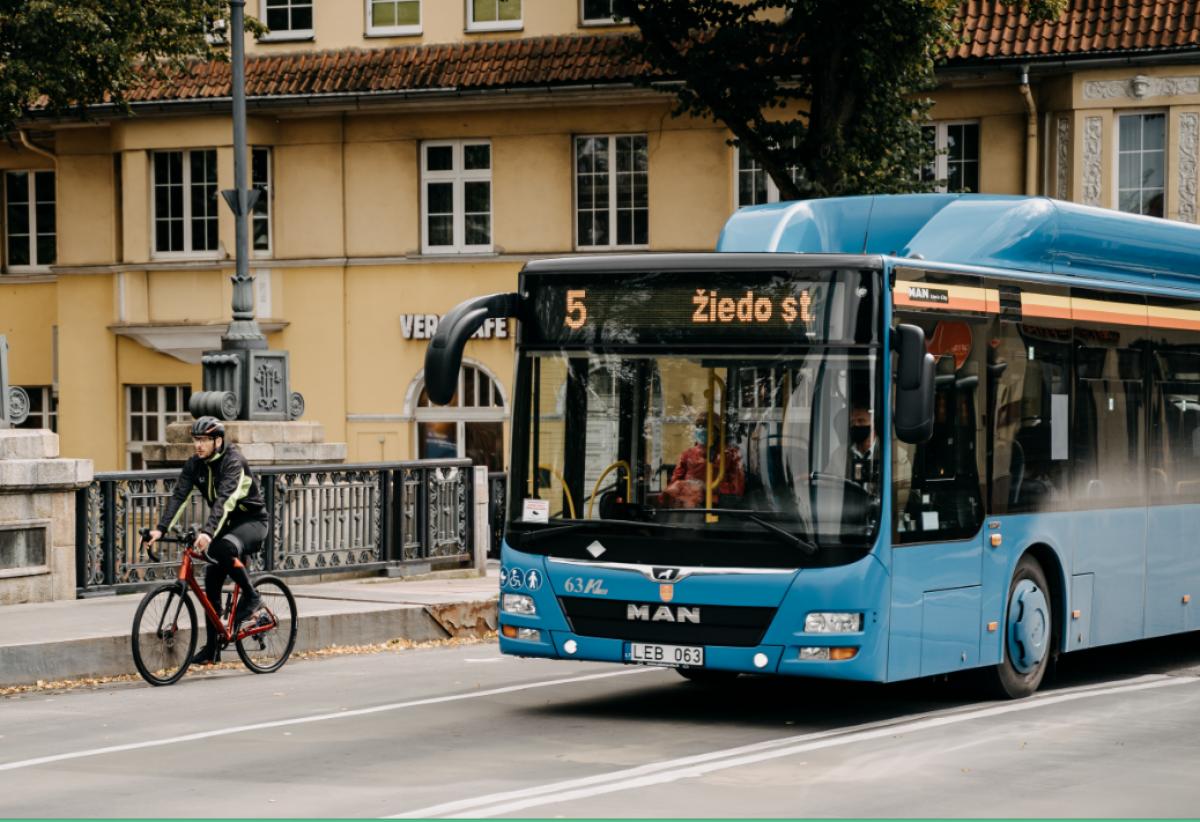 Visi piliečiai galės laisvai keliauti viešuoju transportu, studentai - rečiau testuotis