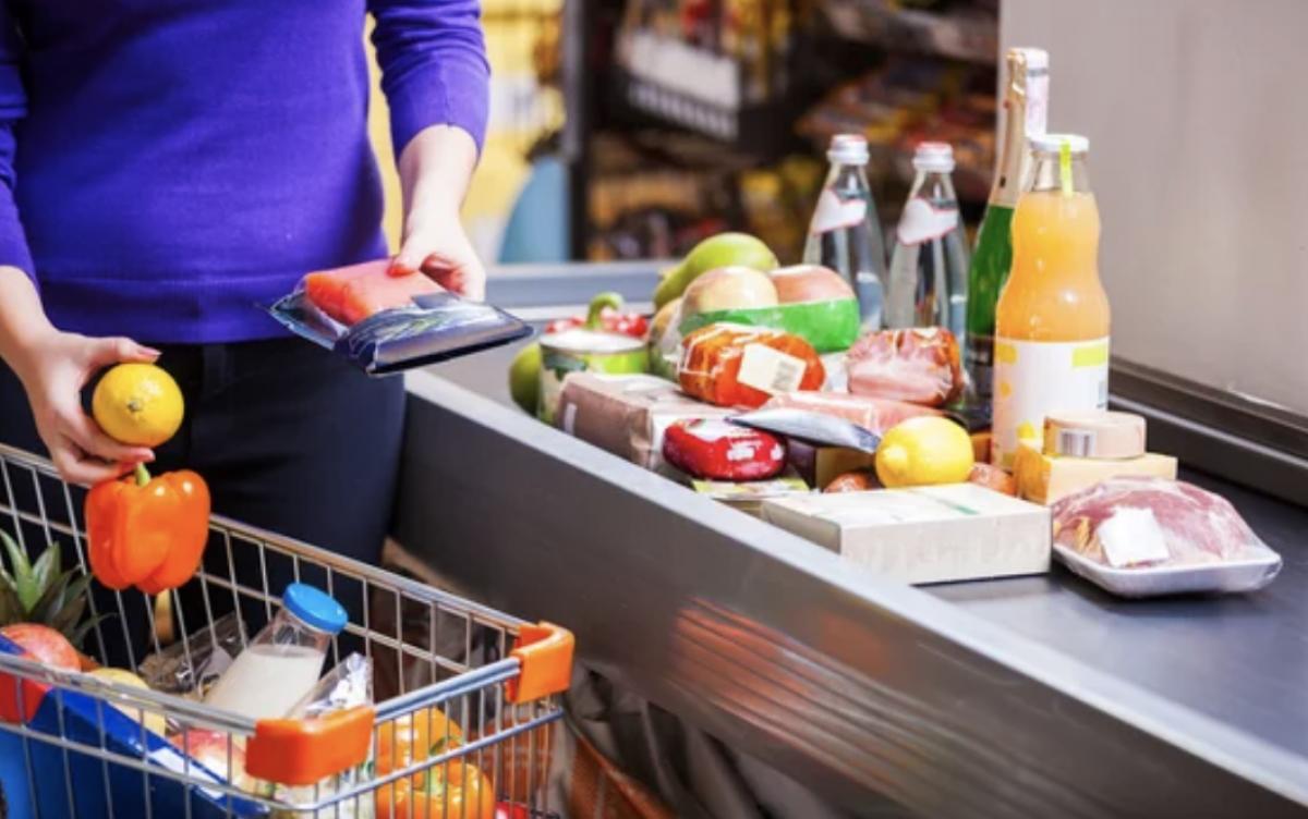 Didžiųjų prekybos centrų darbo laikas per Velykas: kviečia apsipirkimus planuoti iš anksto