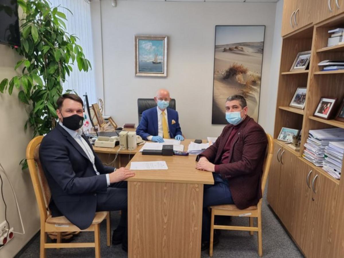 Neringos meras lankėsi Vilniuje dėl Kuršių nerijos tradicinio verslo ir amato išsaugojimo