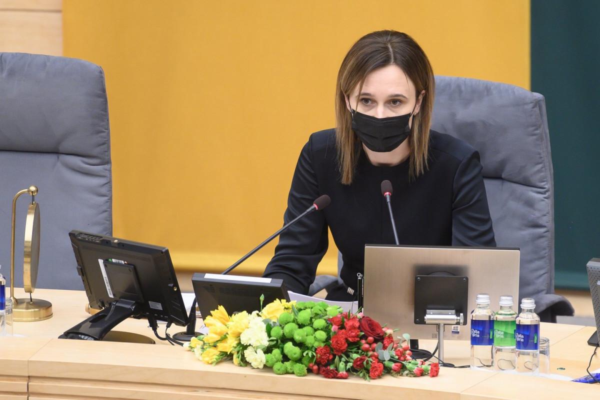 Seimo pirmininkė palaiko siūlymą švelninti prekybą alkoholiu