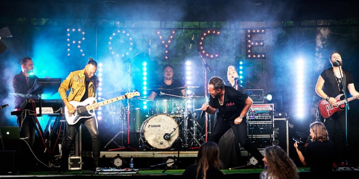 """Grupė """"Royce"""" iš Klaipėdos ir jungtinės Kauno šokėjų pajėgos apleistame """"Dainos"""" kino teatre rengia įspūdingą AUROS festivalio atidarymą"""