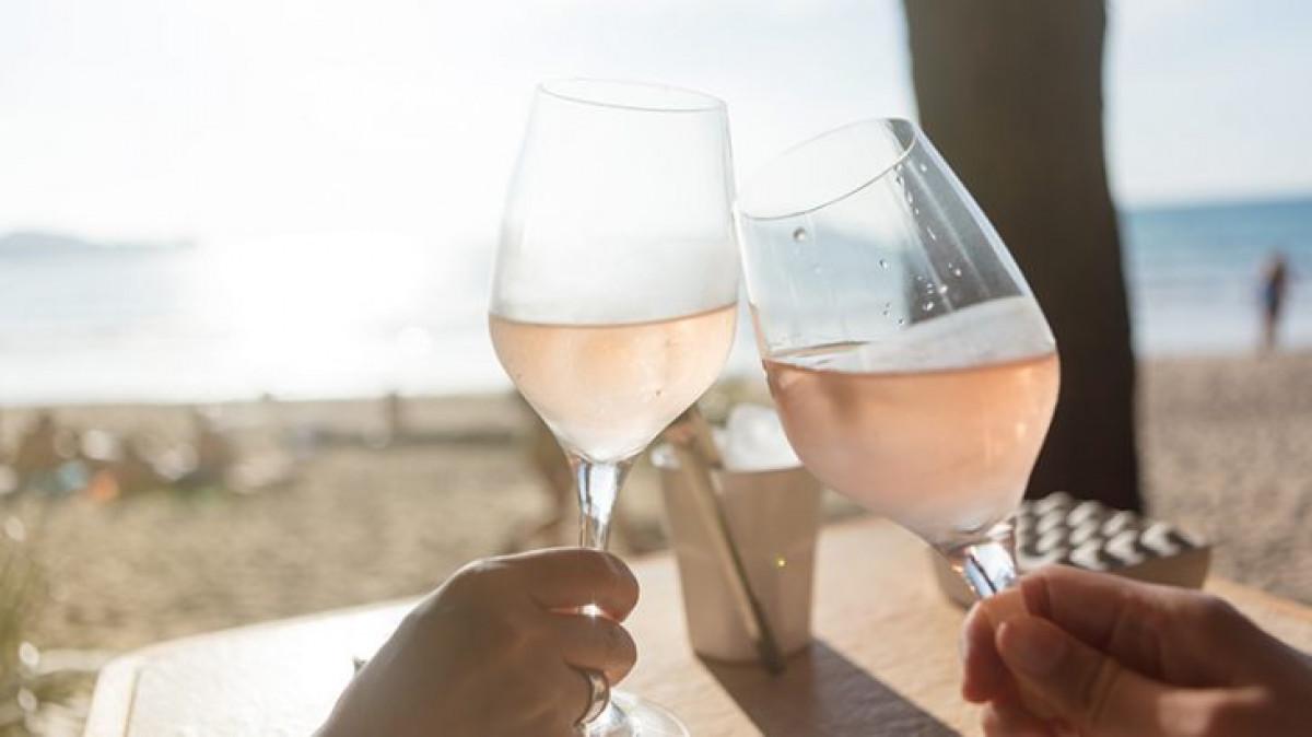 Seimas pritarė: ir vėl bus galima mėgautis alkoholiniais gėrimais paplūdimyje
