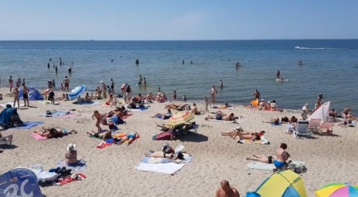 Koronaviruso baimė kas penktą poilsiautoją gins toliau nuo pilnų paplūdimių - apklausa