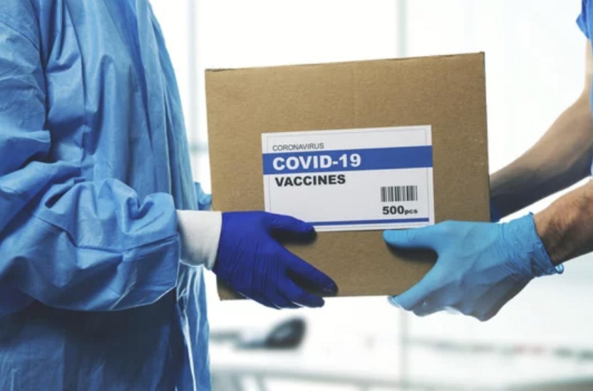 Ministerija iš Klaipėdos norėjo paimti turimas COVID vakcinas ir atiduoti Vilniui su Kaunu, bet uostamiestis nepasidavė