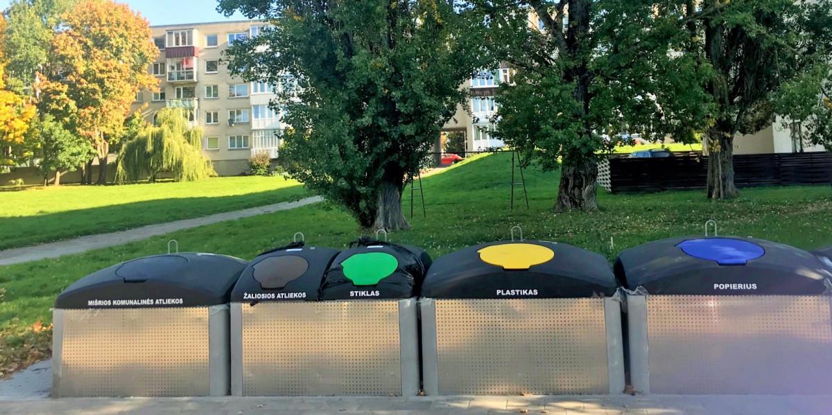 Naudojimui atidaryta 10 pusiau požeminių atliekų konteinerių aikštelių