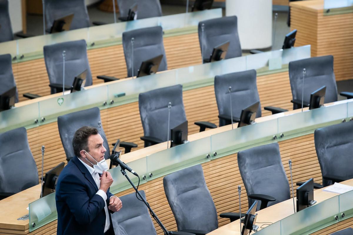 Seimas pritarė Generalinio prokuroro prašymui ir panaikino Seimo nario Petro Gražulio teisinę neliečiamybę