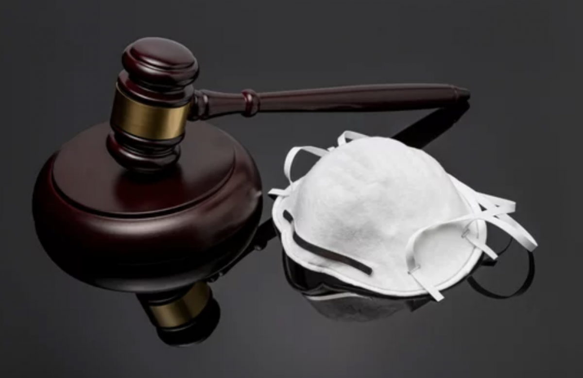 Už kaukės nedėvėjimą vyrui policija skyrė 500 eurų baudą, Klaipėdos teismas ją sumažino iki 60 eurų