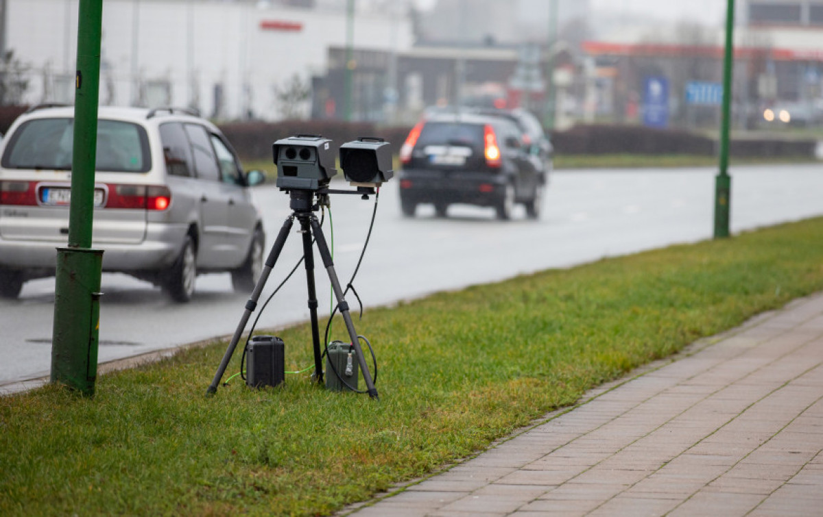Mobilieji greičio matuokliai Klaipėdos apskrities keliuose vėl dirba pilnu pajėgumu
